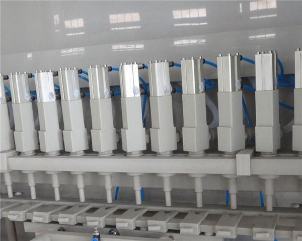Details zur Korrosionsschutzfüllmaschine 16